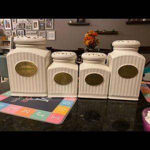 Kitchen jar set for countertop.